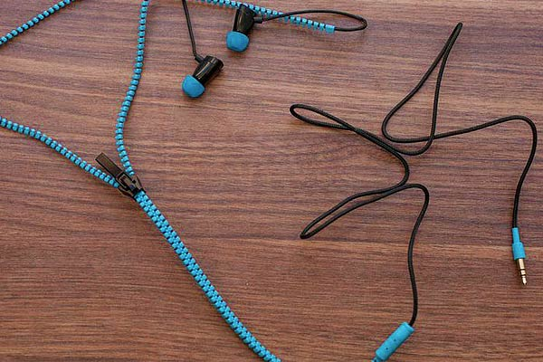 Never Tangle Zipper Earbuds